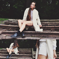 Karin Bylund - Second Hand Coat, Beyond Retro Knit Sweater, Levi's® Jeans Shorts, Dr. Martens Shoes - White knight.