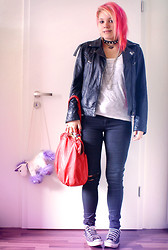 INNER RIOT † - H&M Shirt, Vintage Old Jeans, H&M Bag, Urban Outfitters Cross Necklace - Holi.