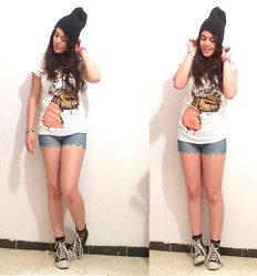 Corona Australis - Tinkie T Shirt, Diy Scalopped Shorts, Converse Sneakers, Vintage Beanie - Go for it :)