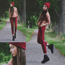 Karin Bylund - Primark Beanie, United Colors Of Benetton Knit Sweater, Primark Pants, Depeche Shoes - Santa's little helper.