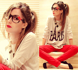 Flávia Desgranges van der Linden - Natural Colour Jumper, Fashioncooltureshop Glasses, Arezzo Shoes - City Girrrl