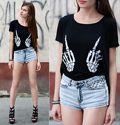 Ariadna Majewska - Romwe Skull Hand Black T Shirt, H&M Studded Denim Shorts, Asos Black Leather Heels, Silver Earrings, Studded Bracelet - Studded DIY shorts