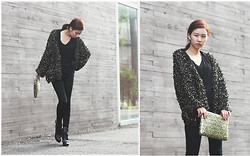 Sun mi Choi - Artfitshop Gorjen Golden Yarn Boucle Loop Cardigan, Artfitshop Sultan Skull Patched Leggings - Black and Gold ! :D