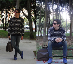 Mateo Gómez - Samsonite Man Bag, Carolina Herrera Sweater - Paté de Fuá.