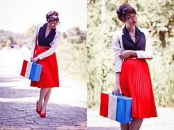 Barbara Zanella - Dress Like A Nerd 3 Colors Blazer, Vintage Red Skirt - Playing Games