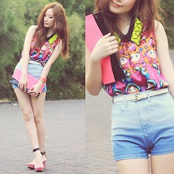 Elle Yamada - Doll Pattern Top, Neon Pink Clutch, Dip Dyed Shorts, Galaxy Wedges - Doll Up!