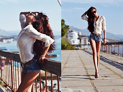 Tina Sizonova - Clubcouture Shirt, Zara Shorts - Diaries of vacation: Blue jeans, white shirt