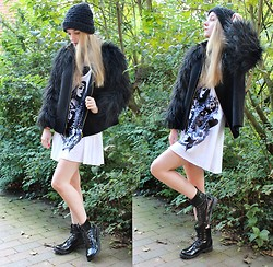 Frederike S. - Zara Fake Fur Jacket, Old Old Hat, Lauren Moshi Shirt Dress, H&M Boots - For me there exist no grey areas