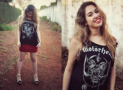 Bruna Treme - Bomber Motörhead T Shirt, Red Skirt, Schutz Shoes - Hear the music coming, loud as you can stand