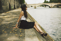 Elle F - Zara Shoes, Diy Skirt - Au bord de la Seine