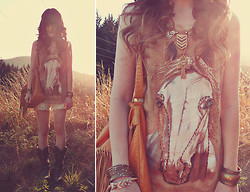 Ashlei Louise . - Storets Horse Tee, Shop Savage Spiked Friendship Bracelet, Angel Court Skinny Stack Of Bracelets, Shop Lately Fringe Bag, Rire Boutique Geometric Necklace, Durango Boots, Beginning Boutique Claw Ring - A horse with no name // +giveaways