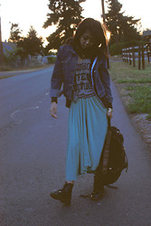 Jasmine S - Levi's® Vintage Levi's, Urban Outfitters Alcohol, Caffeine, Nicotine, Mint Maxi, Dr. Martens Doc - Sunrise to sunset