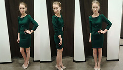Paulina Andreeva - Zara Dress, Zara Shoes - A study in green