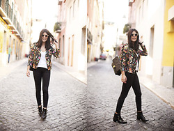 Aida Domenech Aida D - Urban Outfitters Sunglasses, Topshop Jacket, H&M Shirt, Topshop Pants, Mango Shoes, Chanel Bag - Lisboa