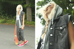 Fanny Larsson - H&M Hoodie Vest, H&M Jeansvest, Urban Outfitters Bustier, Cheap Monday Maxiskirt, Vans Authentic - Remove the sharp