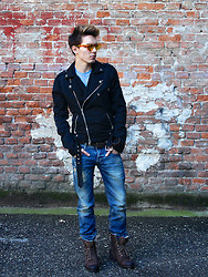 Peter C. - Oakley Shades, Balmain Biker Jacket, Guess? Washed Jeans, Guess? Faux Fur Boots, H&M Tee - Back in da game.