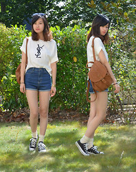 Anne - Ray Ban Sunglasses, Yves Saint Laurent Ysl Tee, Backpack, High Waisted Shorts, Beny Socks, Converse - Casual YSL