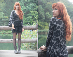 Fiona V. - Christina Cardigan, Fifilles Skirt, H&M Tank Top, Fashionology Necklace, Roberto Santi Boots - Hello October !