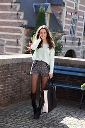 Nanne H. - H&M Mint Jumper, Dressed Online Sequined Shorts, New Yorker Shopper, Nelly Boots - Girl of the castle