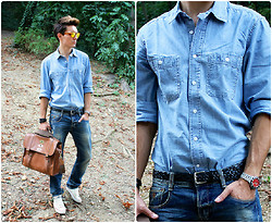 Peter C. - H&M Denim Shirt, Guess? Washed Jeans, Mulberry Messenger Bag, Converse All Stars, Oakley Frogskins - Double denim.