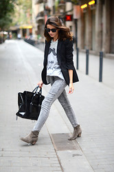Alexandra Per - Ray Ban Sunglasses, H&M Blazer, H&M Jeans, Isabel Marant Booties, 3.1 Phillip Lim Bag, Romwe T Shirt, Zara Necklace - Some hours in Barcelona
