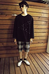 Nine Chen - [ Wam ] Oversize Shirt, Tiger Shorts, Dr. Martens Creepers - B + W
