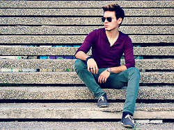 Peter C. - Ray Ban Aviators, H&M Burgundy Shirt, Zara Washed Green Pants, Hugo Boss Dessert Boots - Sit down and take a break.