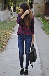 Mariana Stingaci - Shirt, Mango Jeans, Massimo Dutti Shoes - Perfect school/ college look!
