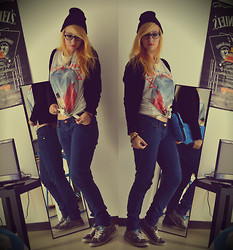 Leslie B. - New Yorker Native Indian Tee, H&M Skinny Jeans, H&M Black Beanie, Vans Grey, Mim Black Cardigan, Hp Pink Netbook - The summer girl meets autumn