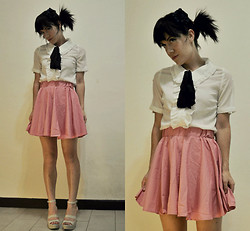Camille K. - H&M Ruffled Blouse, Moda Lovely Pink Skirt, Harajuku Lovers Platform Shoes - Wrinkles in my skirt