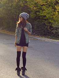 Pop Champagne - Motel Rocks Little Black Dress, Tna Military Cardigan, Ray Ban Wayfarer, Oasap Toque - It's Getting Chilly