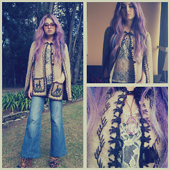 Laura Sanchez - Shabby Chic Bell Boot Jean, Vintage Poncho, Forever 21 Leopard Wedges, La Percha Lace Tshirt, Forever 21 Cristal - Feeling hippie :)
