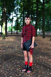 Marc (MarkyMarc) Göhring - Mcm Black Bag, Mep Apostrophe (T) Me Red Shirt, Dr. Martens Union Jack, Tommy Hilfiger Red Socks, Chrome Hearts Bracelets, Vivienne Westwood Rings, Montana Earrings, No Name Black Shorts - Litte red styling hood