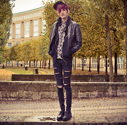 Daniel Nyberg - Skopunkten Lace Up Shoes, Second Hand Flanel Shirt, Second Hand Leather Jacket, Cheap Monday Ripped Jeans, Jc Cap - I was born to endure this kind of weather.