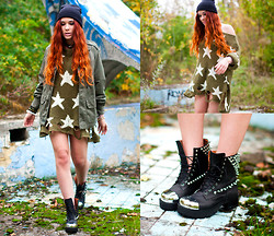 Kate Pe. - Wildfox Couture Seeing Stars Lennon Sweater, Jeffrey Campbell Blitz, Army Jacket, Belt Necklace - Last green leaves