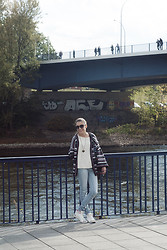 Anette Ivanova - H&M Jeans, Stradivarius Sneakers, Marc By Jacobs Sunglasses, Second Hand Cardigan - Magdeburg