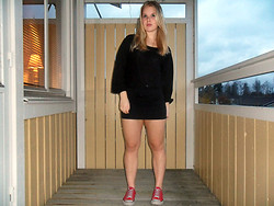 Elin Lindblom - Åhlens Top, Åhlens Skirt, Converse - WE ARE THE KIDS WITH THE HUNGRY HEARTS