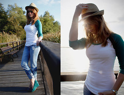 Emma SK - Sutherland Baseballshirt, Hollister Jeans, Street Wedges, Boyfriend Hat - Bridge over troubled water