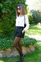 Silvia Garcia Blanco - Mango Sunglasses, Arabel Lebrusan Necklace, Chanel Bag, Zara Shorts, Mango Blouse, Nine West Shoes - Today is Mini... / Hoy es Mini...