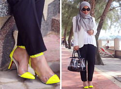 Aishah Amin. - H&M Pants, H&M Top, Chamelon Necklace, Agape Shoes, Femme Elegante Blazer, Bag, Matahari Sunnies, Headscarf - Aishah-amin-the-hijab-diaries.blogspot