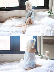Rachel Lynch - Diy White Floral Crown, Wildfox Couture Light Blue Death Becomes Her Sweater - White roses in your white bed,