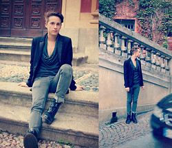 Davide Peretti - H&M Fish's Blazer, Frav Sweater, Criminal Damage Gray Jeans, Dr. Martens New Black Boots - Cervo