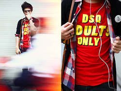Dany Nguyễn - Dsquared Dsq T Shirt, Checkered Shirt, Black Cardigan, Eco Friends Button - Red
