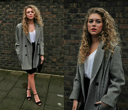 Taylor Gymer - Asos Tshirt, Zara Leather Skirt, Vintage Oversized Coat, Zara Heels - Lady is a vamp