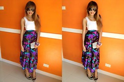 Shelvie Fernan - Accesorize Silver Clutch, Ray Ban Aviators, Bayo White U Neck Top, Vintage Skirt - Spot The Difference!