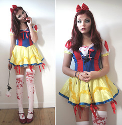 Paige Joanna Calvert - Ebay Snow White Dress, 'U Need Us' Costume Store White Stockings, Diy Poison Apple, George At Asda! Red Heels - The Fairest One of All.