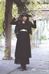 Vanessa Perroud - Madame à Paris Dres, H&M Belt, H&M Hat, Zara Bag, Balenciaga Boots, Maje Suede Leather Jacket - M∆D∆ME ∆ P∆RIS