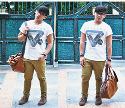 Xavier Cruz - Cotton On Printed Tee, Cotton On Brown Skinny, Sperry Topsiders Brown Boatshoes, H&M Brown Leather - Paradox