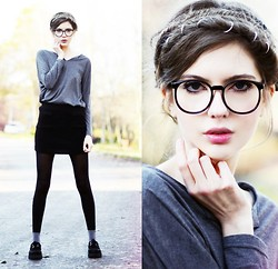 Ebba Zingmark - Zerouv Glasses, Nowistyle Top, Shoes, Miamasvin Knitted Skirt, Hair Rings - Grey but not dull