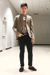James Jason Martin - Os Accessories Cluster Of Bones, Topman Tweed Blazer, Mogul Aztec Printed Shirt, Giordano Leather Belt, Rolu Burgundy Boat Shoes - Of All The Tribes